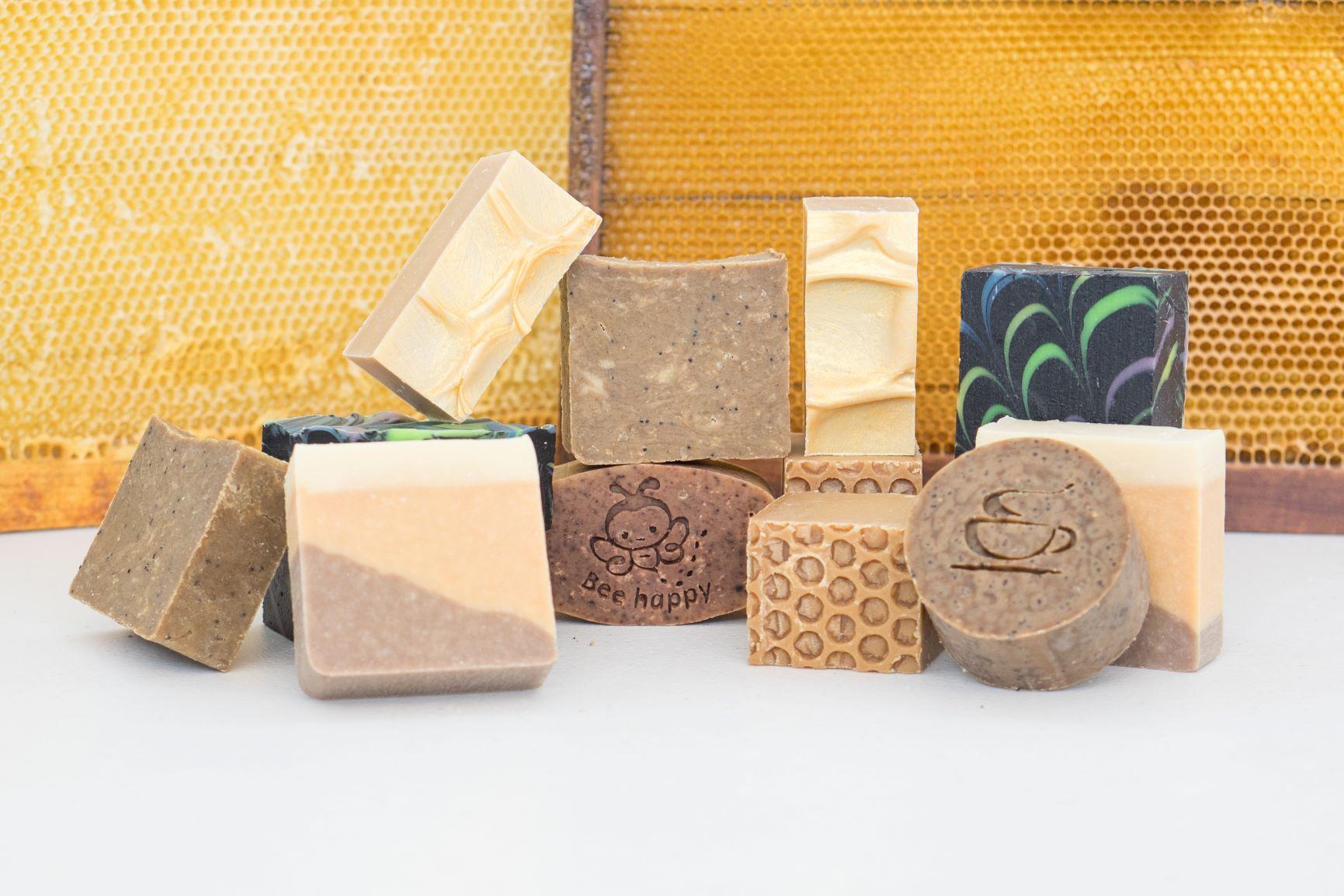 La cera de abeja, una maravilla de la naturaleza para enriquecer nuestra piel