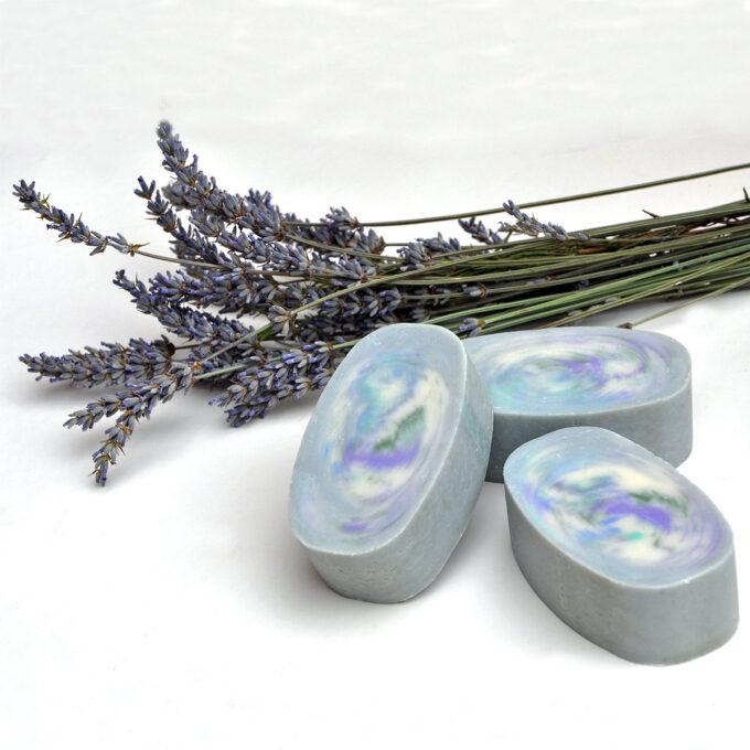Jabón natural de lavanda elaborado de forma artesana